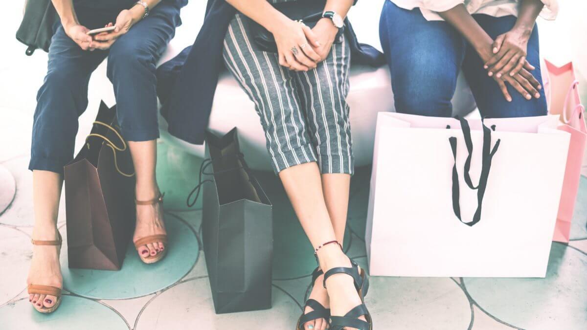Letnie klapki i sandały – które z nich będą najmodniejsze w tym sezonie?