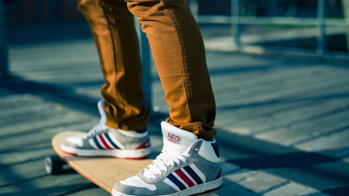 W męskim świecie – stylowe buty na lato