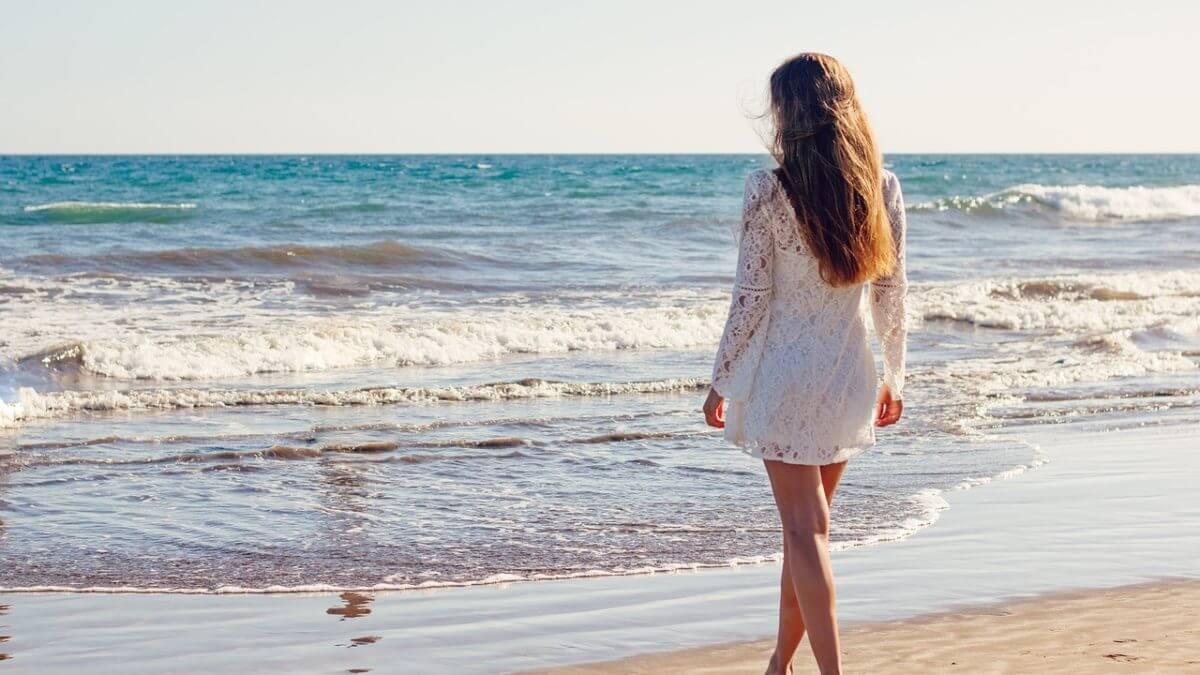 Sukienki i kombinezony – idealne na letnie dni