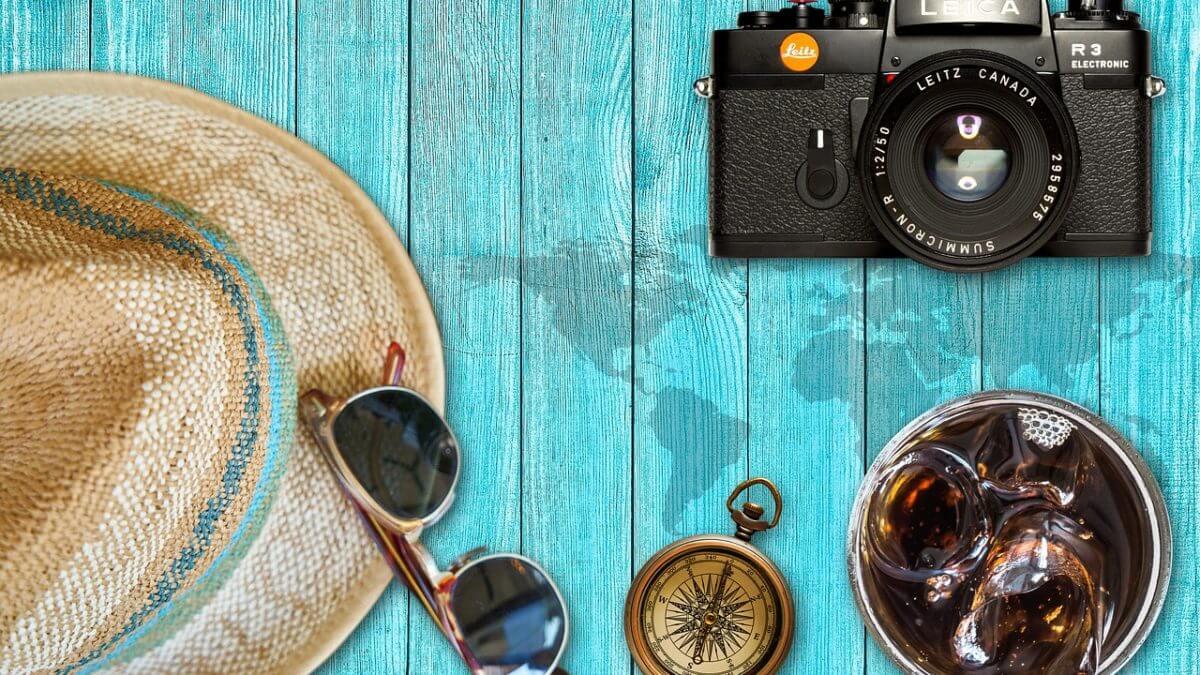 Letnie dodatki –  kapelusze, okulary, paski