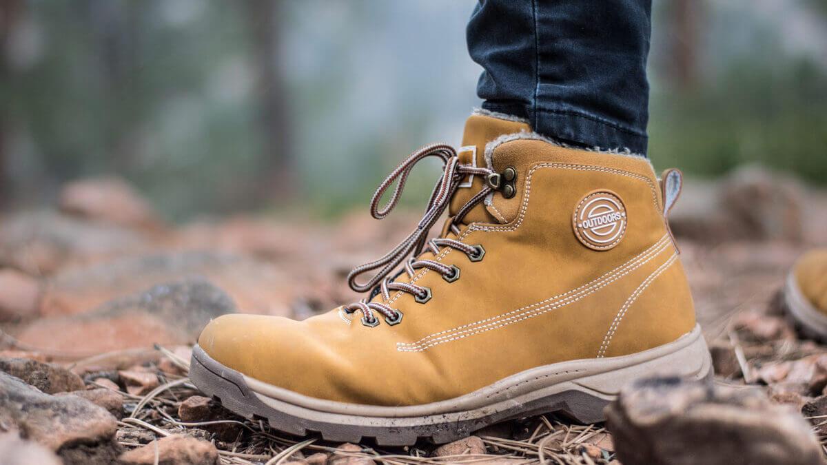 Jakie buty na zimę wybrać? Wygodne trapery, a może klasyczne półbuty?