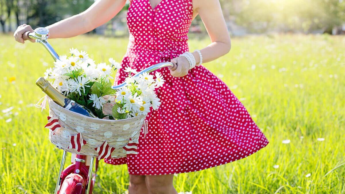Sukienki – lato pełne wzorów i kolorów